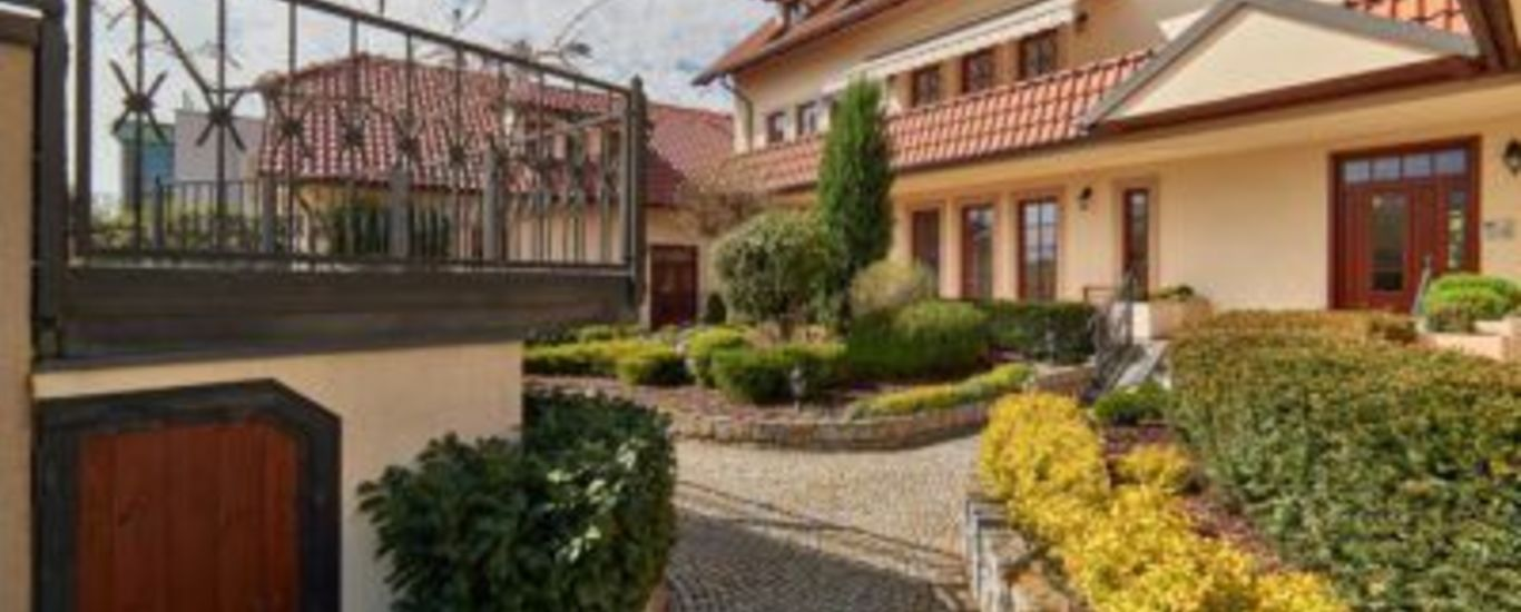 Duplex apartment 3 + kk 125 m2 in Villas Troja, Prague 7